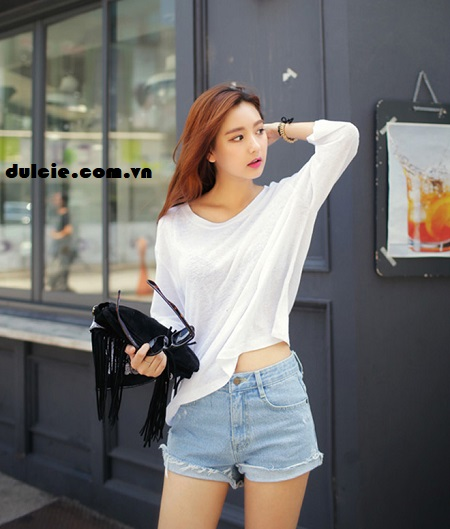 Kết hợp áo phông trắng với quần Jean (1)