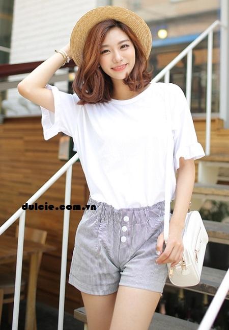 Mix áo phông trắng với quần vải