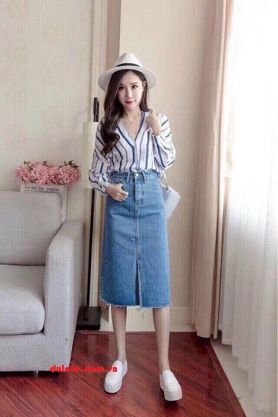 Mix chân váy jean dài với áo sơ mi
