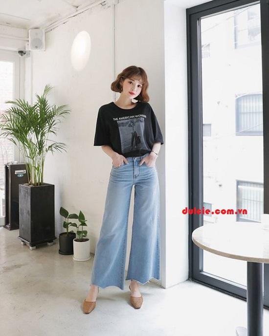 Quần jean ống rộng phối với áo thun rộng (2)