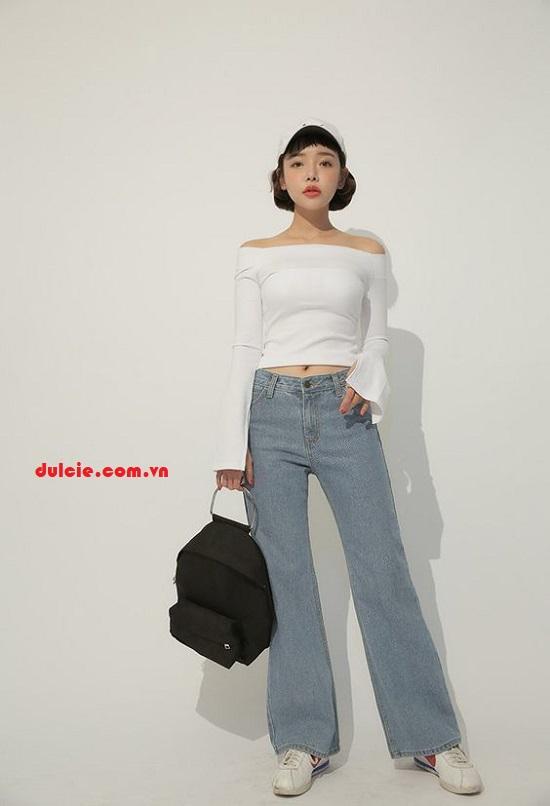 Cách mix quần Jean ống rộng với áo trễ vai