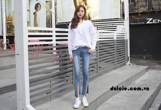 Áo sơ mi trắng form rộng mix với quần Jean