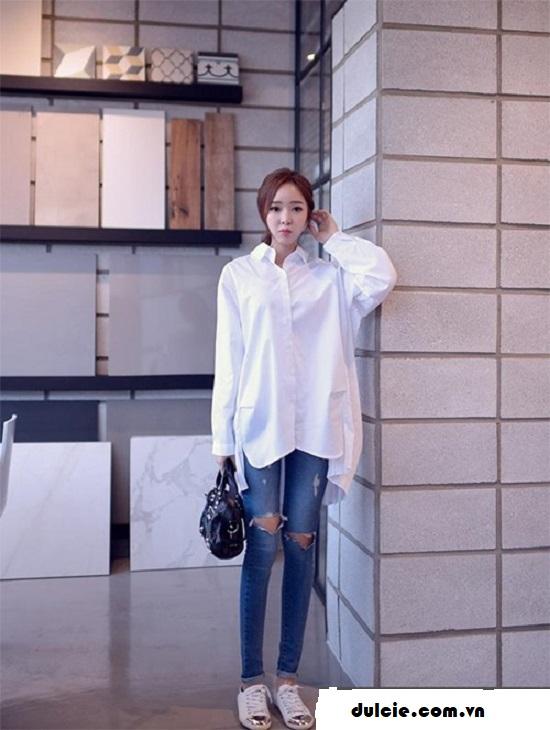 Áo sơ mi trắng form rộng mix với quần Jean (2)