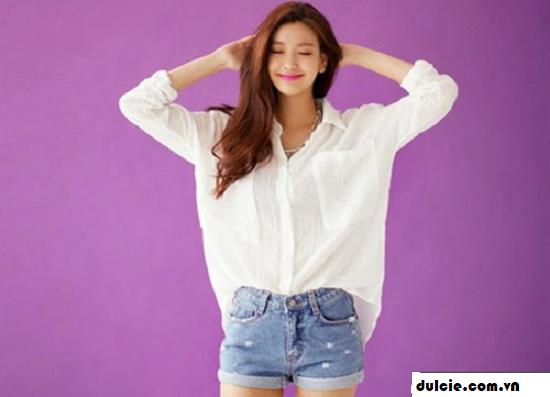 Áo sơ mi trắng form rộng mix với quần Jean (3)