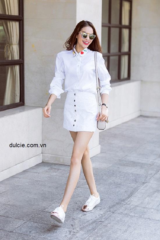 Chân váy jean trắng kết hợp với áo gì? 3